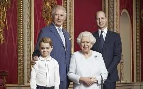 """英國王室""""四世同堂""""合影。(圖源:AP)"""