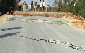 837B號省路路面嚴重裂開。(圖源:海玲)