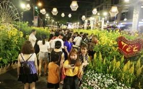 吸引眾多遊人的富美興春花會。