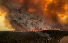 週日航拍照片顯示澳大利亞拜爾斯代爾野火肆虐。(圖源:AP)