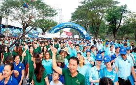 丁善理慈善徒步活動吸引眾多熱心人士的參與。(圖源:嘉敏)