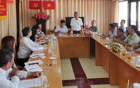 張庚波副主席與各部門、會館、社團代表就元宵節活動準備工作舉行會議。