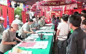 邊和七府古廟新春盛會的書法交流活動。