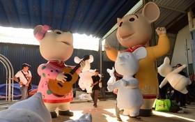 將獲佈置在2020庚子年春節阮惠春花街上的老鼠吉祥物。