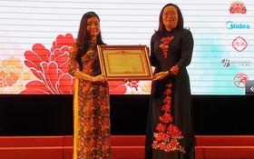 市師範大學中文系獲教育與培訓部頒贈集體出色獎。