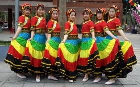 千華歌舞隊舞蹈員。