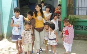 黃小香成為了數百孤兒的母親。