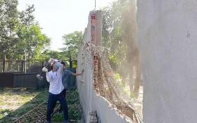 守德郡靈中坊違法工程被強制拆除。