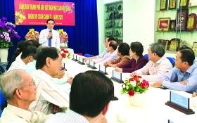 市委常務副書記陳留光與各華人單位代表交流。
