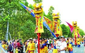 平陽省新城市天后宮的迎神遊行行列。