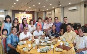 華人攝影分會全體會員歡聚一堂合影留念。