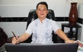 新海鴻塑膠貿易有限公司總經理鄒國榮。