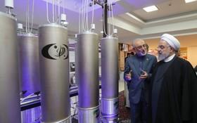 伊朗總統魯哈尼在德黑蘭視察核技術設施。(圖源:EPA)
