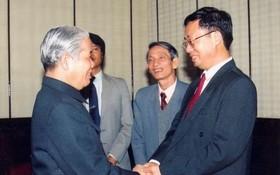 1995年1月21日時任越南共產黨中央總書記杜梅會見作者。