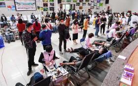 眾多熱心青年踴躍前至中央血液學與輸血院登記捐血救人奉獻愛心。(圖源:Zing)