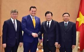 政府副總理鄭廷勇(右二)接見美韓投資商。(圖源:VGP)