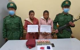 運毒入境被捕的2名老撾籍女子(中)及毒品物證。(圖源:微顯)