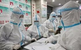 越南婦聯會向中華全國婦聯會致函慰問。圖為中國武漢市紅十字會醫院醫務人員。(圖源:AFP)