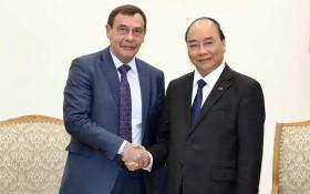 政府總理阮春福(右)接見俄羅斯聯邦肅貪機關主席安德烈‧謝爾蓋耶維奇。(圖源:越通社)
