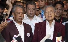 馬來西亞最高元首任命土著團結黨主席毛希丁(左)出任新總理。(圖源:AP)