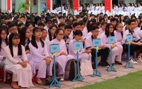 芹苴市高中、成人教育中心學生於今(2)日復課。(圖源:英明)