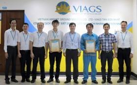 VIAGS 拾金不昧的兩名飛機清潔員獲表彰。(圖源:VIAGS)