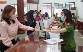 民眾在2020年春節後到市公安廳社會秩序行政管理警察科辦理公民身份證。