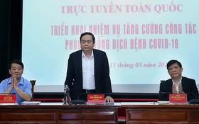 越南祖國陣線中央委員會主席陳清敏(中)主持會議並發表講話。(圖源:清情)