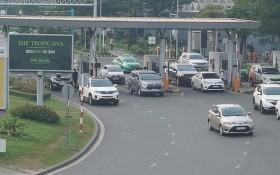 新山一機場進入航空港引路的收費站。