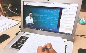 新冠肺炎疫情期間,學生在家使用電腦進行線上學習。
