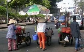 在疫情蔓延期間,本市窮人的生活困難更加困難。
