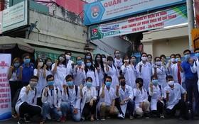 志願青年隊的年輕醫務人員合照。(圖源:武松)