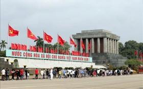 從今(23)日起,晉謁胡志明主席陵、緬懷英雄烈士儀式,以及參觀胡主席陵區域與巴亭廣場的活動暫停舉行。(圖源:越通社)