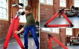 機械人的充氣管子可變形,構成不同的三角形結構。(圖源:互聯網)