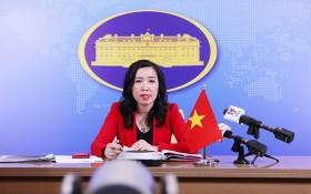 外交部發言人黎氏秋姮在記者會上回答記者提問。(圖源:外交部)