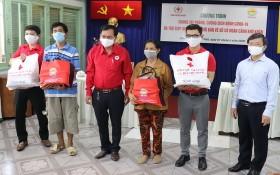 儀式上,市紅十字會主席陳長山接領由市建設彩票公司贊助金,並向兩位第五郡賣彩票者贈送禮物。