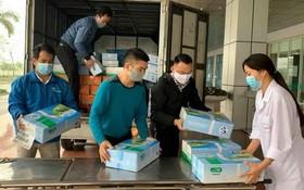 民眾購買奶品送到中央熱帶病醫院,攜手合力防控新冠肺炎疫情。
