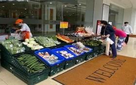 臨時食品攤及時為民眾供應食品。(圖源:CTV)
