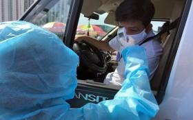 民眾遵守防疫要求的體溫檢查。(圖源:黎潘)
