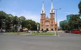 位於市中心的聖母大教堂景點往日遊客來往穿梭,最近人流寥寥無幾。(圖源:互聯網)