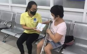 """""""零元送貨上門""""服務隊幫助殘疾人士。"""
