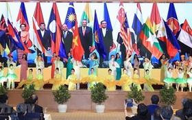 2020年東盟輪值主席國啟動儀式上的文藝節目。(圖源:越通社)