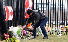 加拿大民眾在案發地擺放鮮花表達哀悼。(圖源:Journal Pioneer)