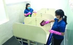 為復課做好準備,該中心使用殺菌劑全面清潔校內設備。