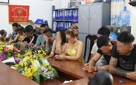 吸毒的男女青年被扣留在公安派出所。(圖源:玉芝)