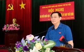河內市委書記王廷惠在會上發表講話。(圖源:曰成)