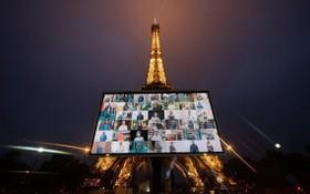 巴黎鐵塔前豎起大屏幕播放疫情期間堅守崗位醫護人員的照片,向他們致謝並致敬。(圖源:新華社)