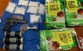 市公安力量起獲的毒品和武器。(圖源:志石)
