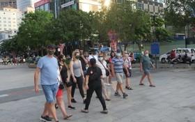 外國遊客在今年3月疫情期間參觀本市。
