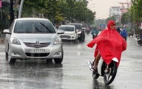 昨(17)日下午3時30分,福門縣和第十二郡突降大雨,有助為持續已久的酷熱天氣解暑。(圖源:黎豐)